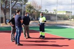 Jorge Barrera, alcalde de Brenes, junto a los delegados de Hábitat  Urbana, Antonio Fernández, y Deportes, Juan Francisco Asís. Foto: Ayto. de Brenes.