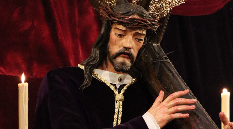 «Con la cruz de la vida»